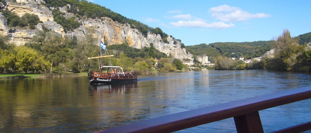 the barges on the Dordogne Perigord black in beynac and Rocque gageac